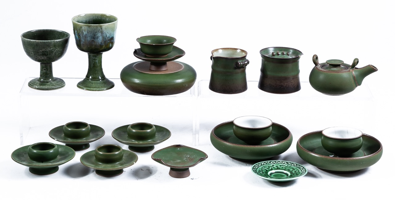 A set of seventeen green glazed ceramic vessels