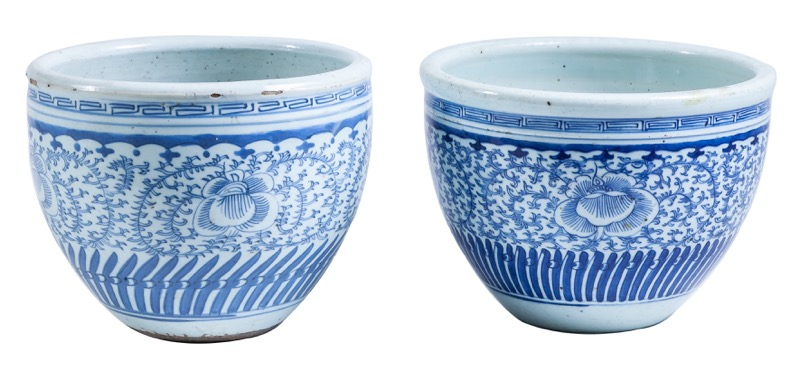 A Chinese blue and white porcelain planter