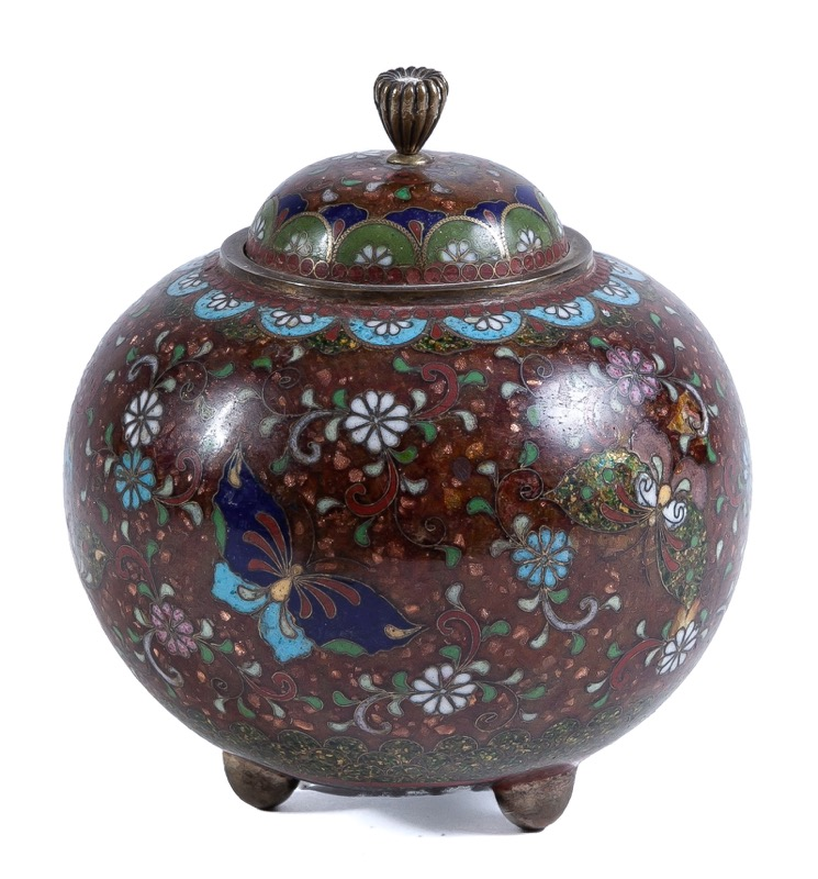 A Japanese cloisonné enamel pot and cover, Early 20th Century
