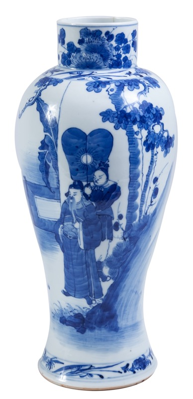 A Chinese blue and white porcelain vase, 19th Cnetury, marks on the base