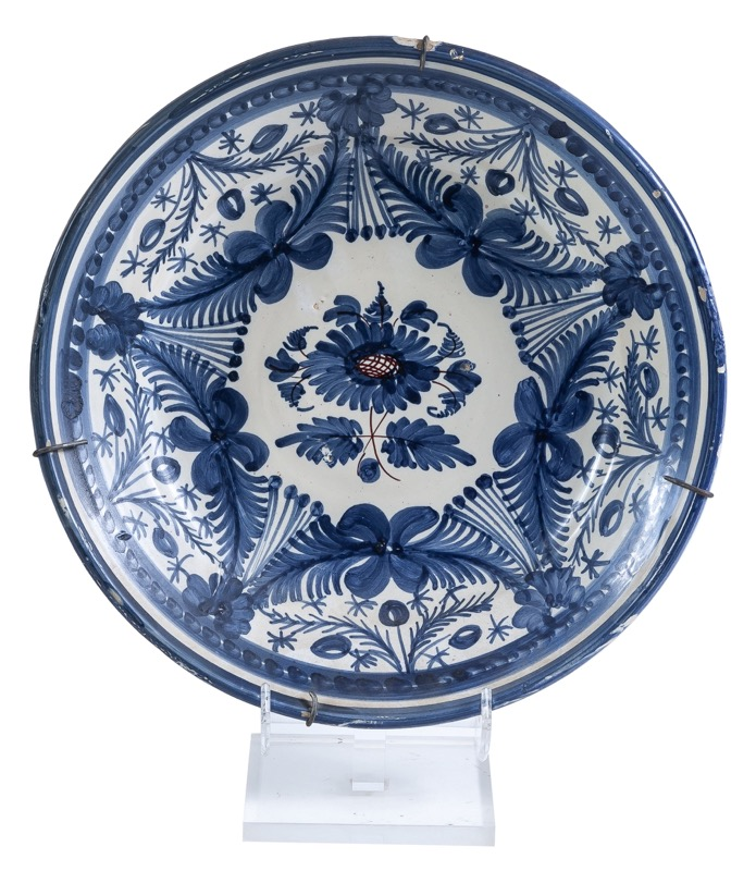 A Spanish glazed ceramic dish, Talavera 19th Century
