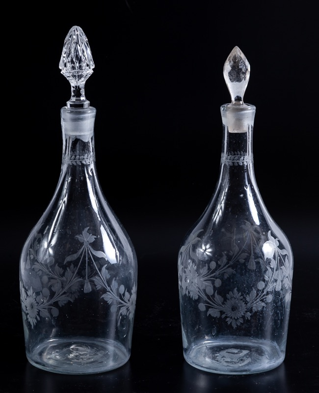 A pair of glass bottles with garlands motifs engraved, 18th - 19th Century
