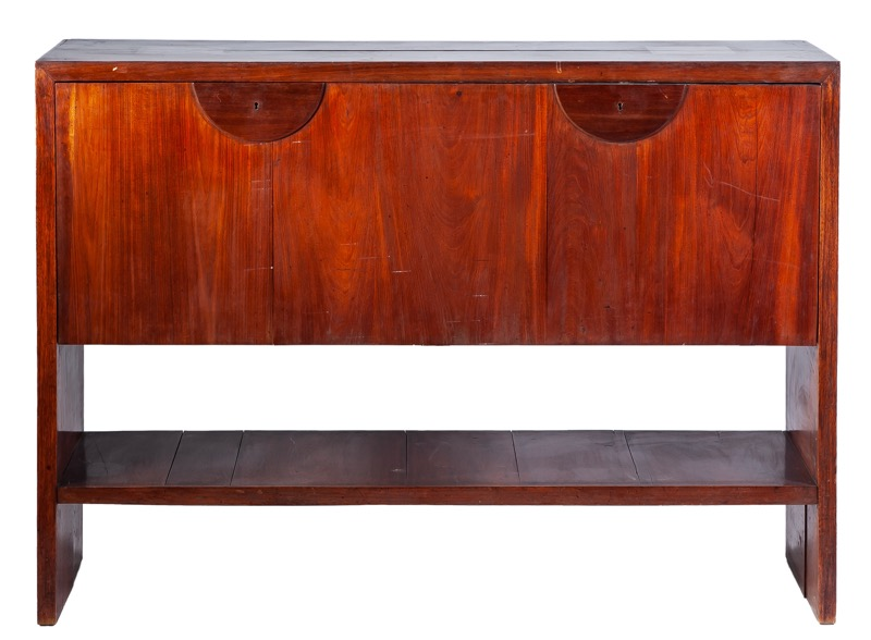 A mahogany sideboard, design of the 20th Century