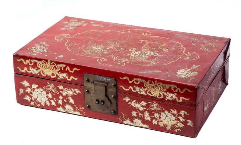 A Chinese red lacquered box with gilded motifs, 19th - 20th Century