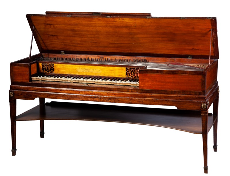 "John Broadwood & Son. Pianoforte de caoba y frutal con inscrpción ""John Broadwood & son Makers to His Majesty and the  Princesses, London 1805""